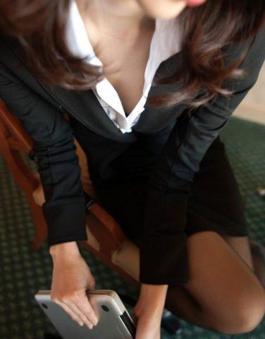 社内では内緒ですが、女上司から逆援助を持ちかけられ、セックスをし続けています